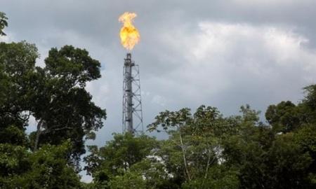 Indígenas Peruanos Paralizan Pozos Petrolíferos