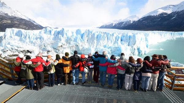 Realizaron Un Abrazo Simbólico Al Glaciar Perito Moreno