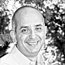 Martín Pochtaruk - Director y Cofundador de Isla Power, Socio oficial comercial e inDustrial de AIREC