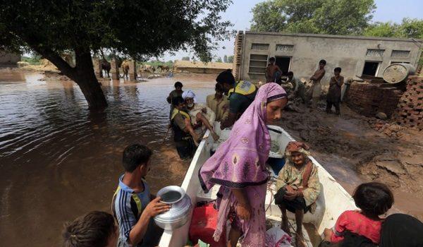El Agua Contaminada Mata A Decenas De Miles De Personas En Pakistán