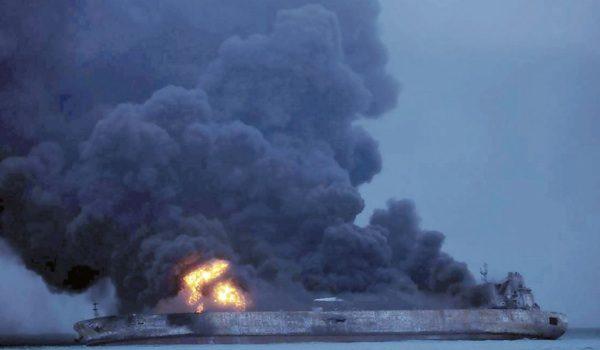 Petrolero Iraní Chocó, Se Incendió Y Generó Un Desastre Ecológico