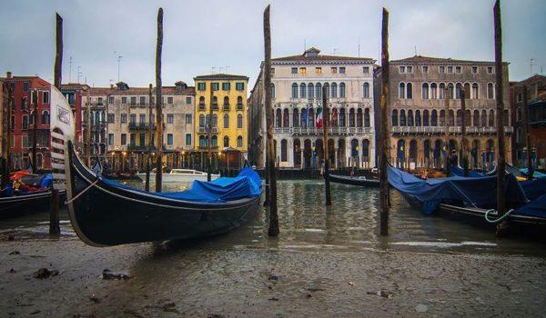 Los Canales De Venecia Se Secan Por La Marea Baja