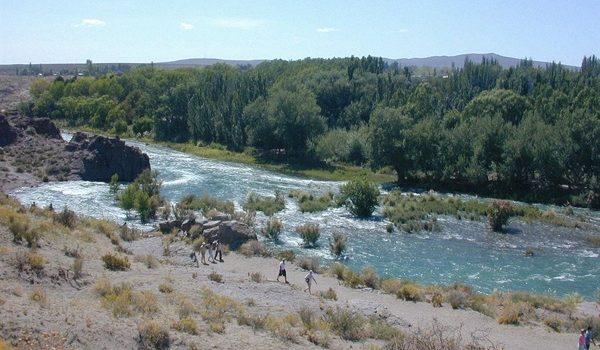 """Tensión Entre La Pampa Y Mendoza: Un Grupo De Ambientalistas Marcha Contra El Supuesto """"robo"""" Del Río Atuel"""