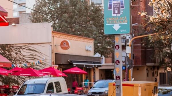Empezaron A Poner Cargadores Solares Para Celular En Calles Y Parques De Lanús