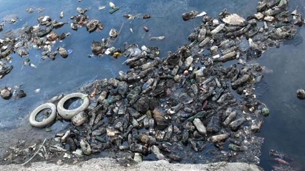 Alarma Por La Contaminación Con Plásticos En El Río Paraná