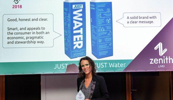 """JUST Water Gana El Premio Global """"Mejor Solución De Envasado"""" Con La Botella De Cartón  De Tetra Pak"""