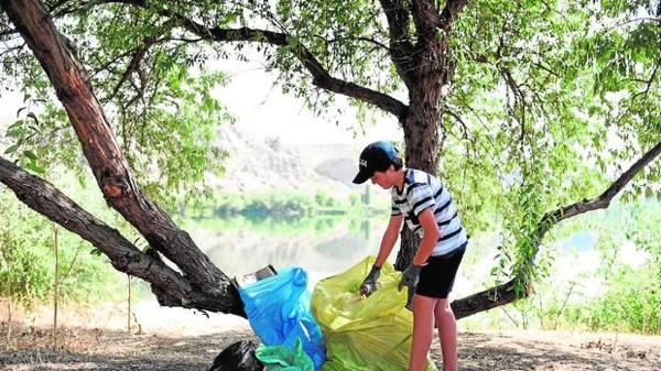 Los Residuos Plásticos Presentes En La Naturaleza Liberan Metano Y Etileno Cuando Se Exponen Al Sol