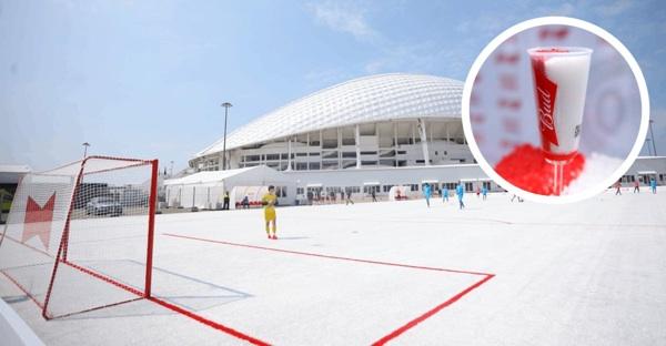 Budweiser Recicló 50 Mil Vasos Plásticos Del Mundial De Rusia 2018. Los Convirtieron En Una Cancha De Fútbol