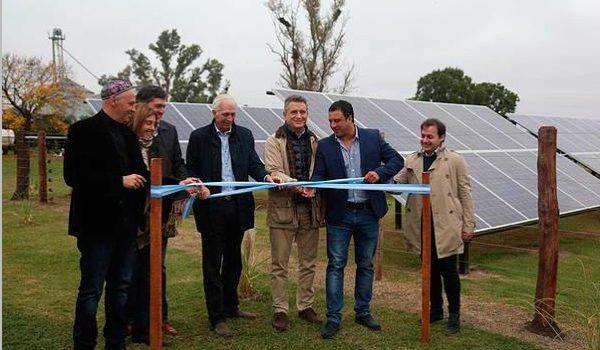 Bergman Participó De La Inauguración Del Primer Tambo Abastecido Con Energía Solar De Entre Ríos