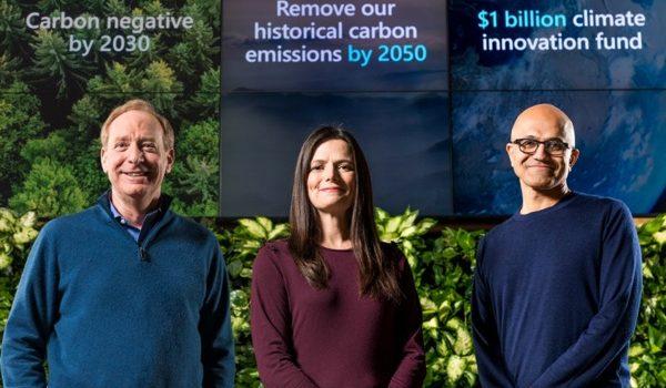 Brad Smith, Presidente De Microsoft, Amy Hood, Directora Financiera Y Satya Nadella, CEO De La Compañía.